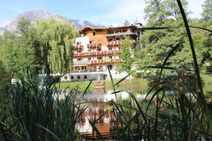 Hotel Tramserhof,  liegt sehr idyllisch oberhalb von Landeck.